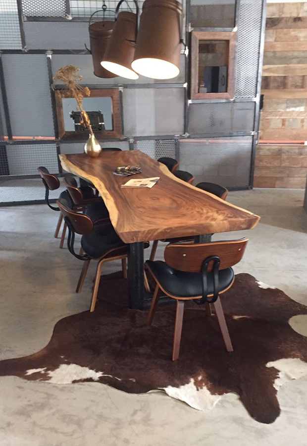 Tischplatten aus Baumstamm